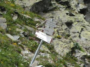 palina segnaletica alla base del canalino