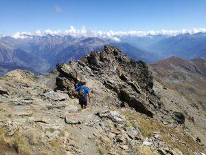 Scendendo dal Mont Fallère in cresta