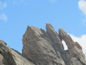 Finestra di roccia dietro il Bivacco Barenghi
